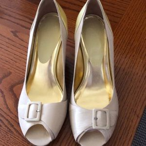 Kenneth Cole Reaction Cream wedge size 9.5